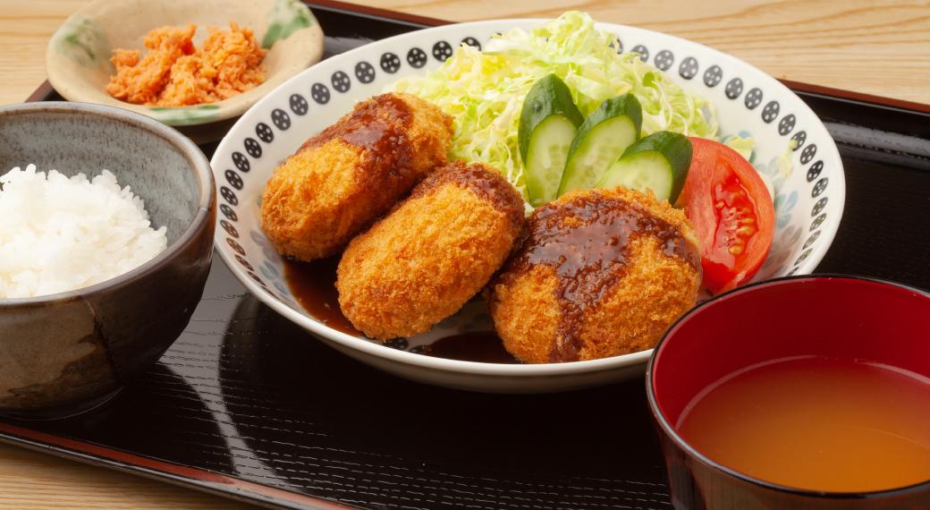朝・夕2食美味しい温かい手作り食事をご提供(月~土)